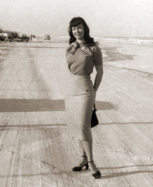 Bettie Page's style. Fashion retro clothing