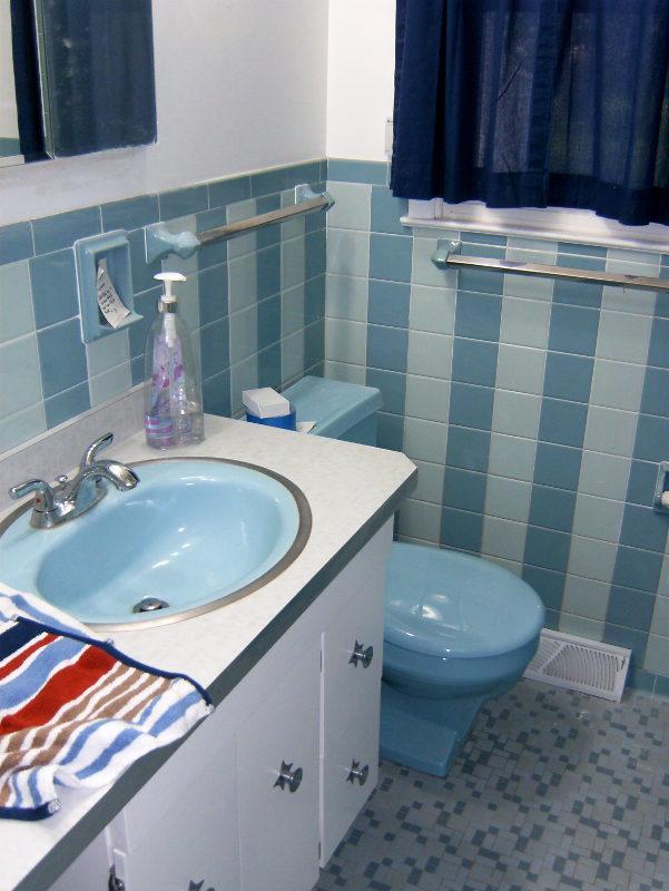 Save the blue bathroom. Retro bathroom.