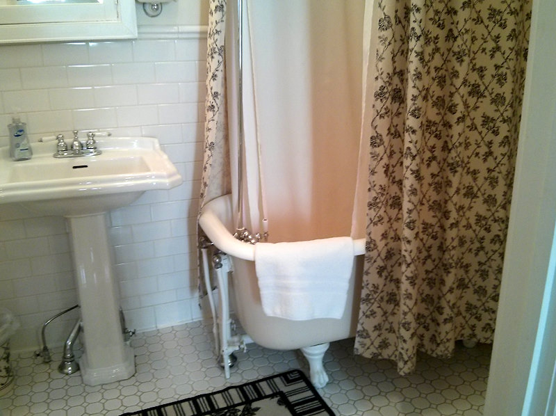 Bathroom  Inn on the Main. Canandaigua, NY