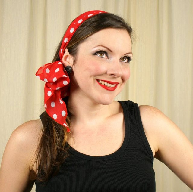 Wrap the scarf around the top of your head to underneath your hair at the nape of your neck. Tie off to the side in a bow. Fluff the bow up by pulling the wrinkled fabric in the bow apart.